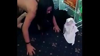 Молодчики вдвоем накончали на лицо русской девчушки с косичками после траха мжм