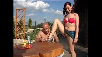 Зачарованная девушка пришла в себя и обрела анальный секс с русским молодым человеком