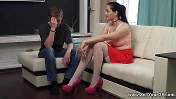 Пацан дал на рот старушке начальнице и поимел её в раздолбаную шмоньку