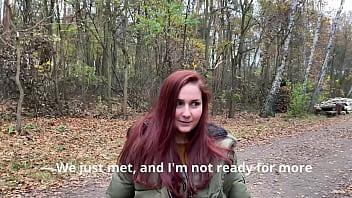 Алиса спустила колготки и потрахалась с мужчиной
