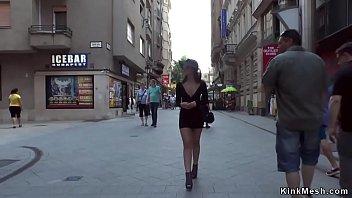 Сисястая белокурая шлюха занялась порно с водителем такси