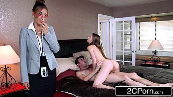 Русская женщина и молодой озорник трахнулись перед камерой