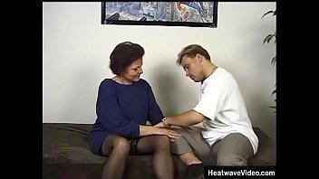 Межрассовый секс через половую щелочку в стене с пышногрудой негритянкой