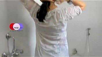 Девчушка на порно кастинге кончает от латексного вибратора