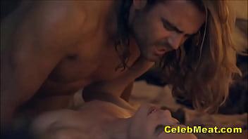 Очаровательная пара занимается горячим возбуждающим поревом в день святого валентина