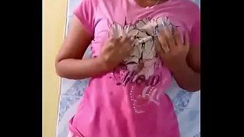Грудастая девушка с татухами на теле насаживается глоткой хуй на стояк неформала